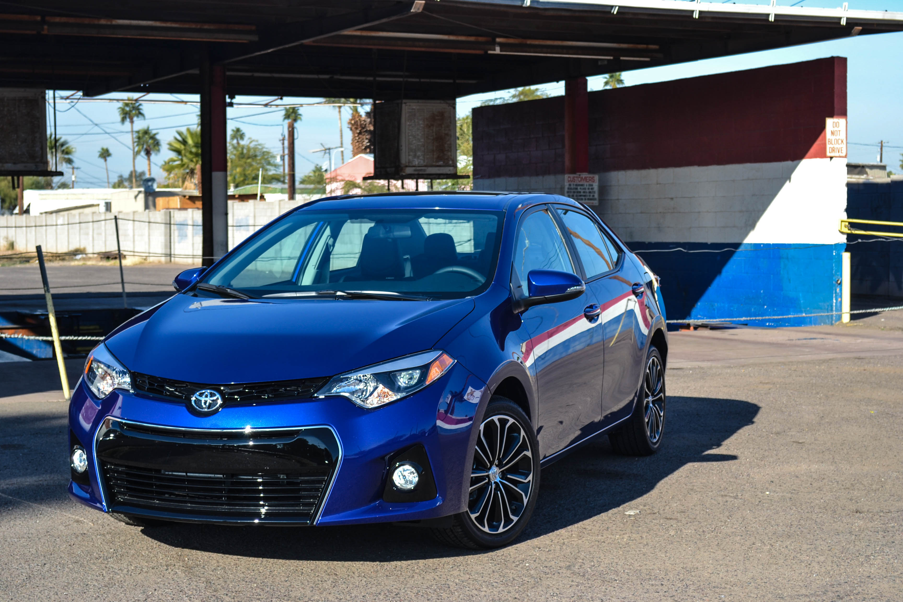 first drive 2014 toyota corolla s six speed blog. Black Bedroom Furniture Sets. Home Design Ideas