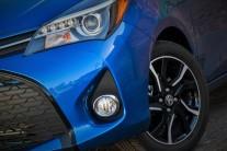 2015 Toyota Yaris SE_09