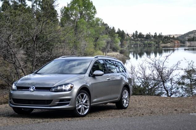 2015 VW Golf SportWagen_02