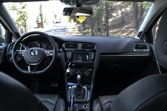2015 VW Golf SportWagen_23