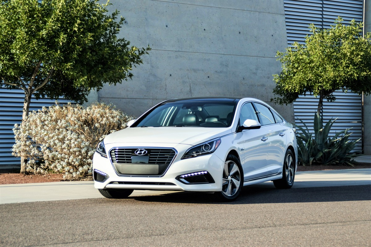 first drive 2016 hyundai sonata hybrid limited six. Black Bedroom Furniture Sets. Home Design Ideas