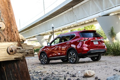 Middle Of The Road 2017 Nissan Rogue Sl Awd Six Speed Blog